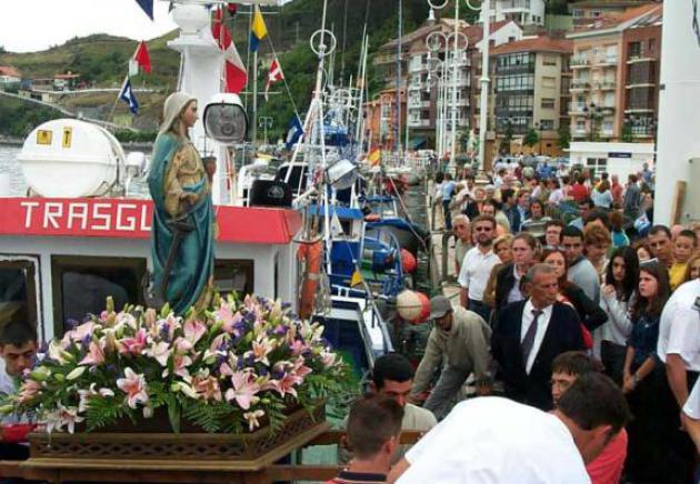 Paseo en barco de la Virgen de Guía.